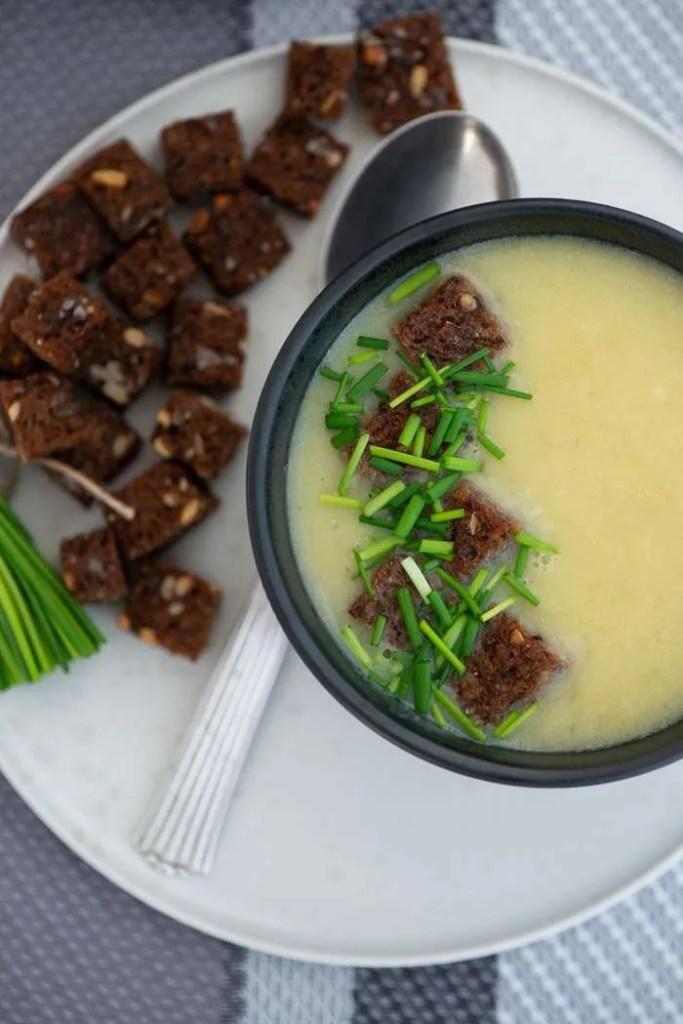 Vegetarisk kartoffel porre suppe