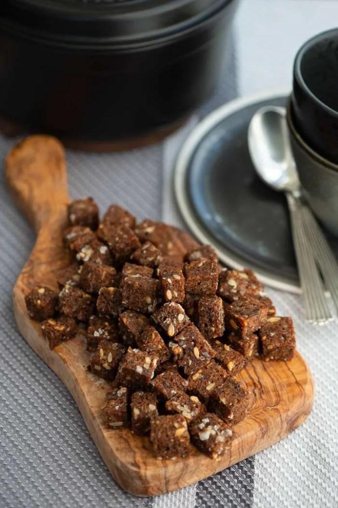 Opskrift på lækre sprøde rugbrødscroutoner