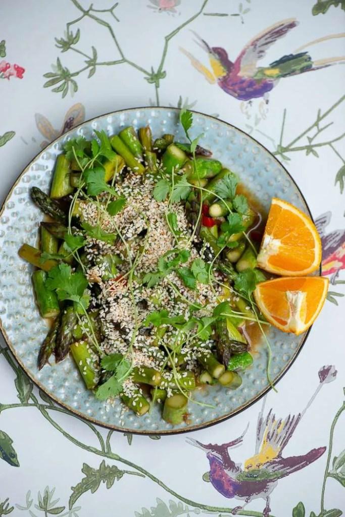 Opskrift på wok med asparges