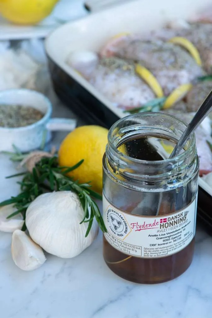 Honning til kyllingelår med citron, rosmarin og hvidløg