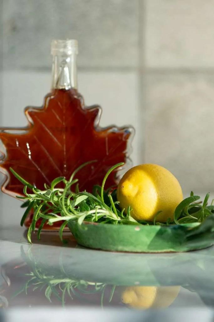 Ahorn sirup smør med rosmarin