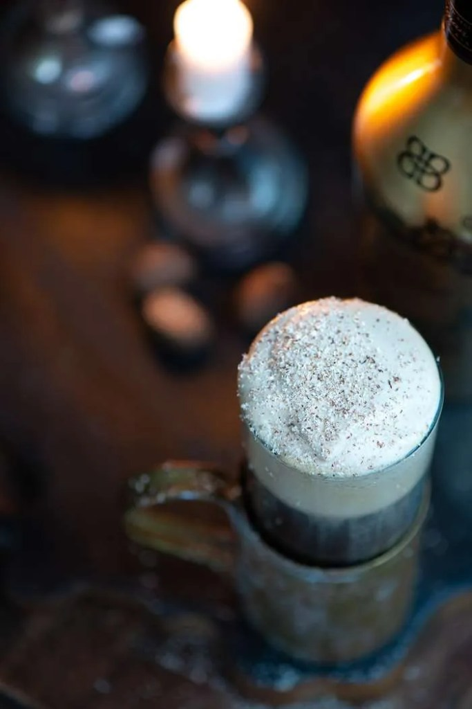 Muskatnød og baileys til Irish Coffee
