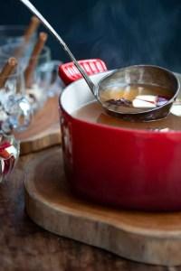 Varm æblegløgg med julekrydderier