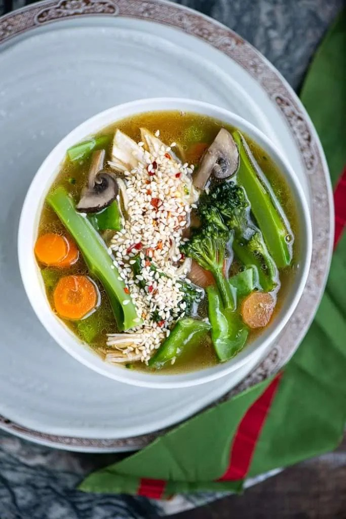 Nudelsuppe med kylling og grøntsager