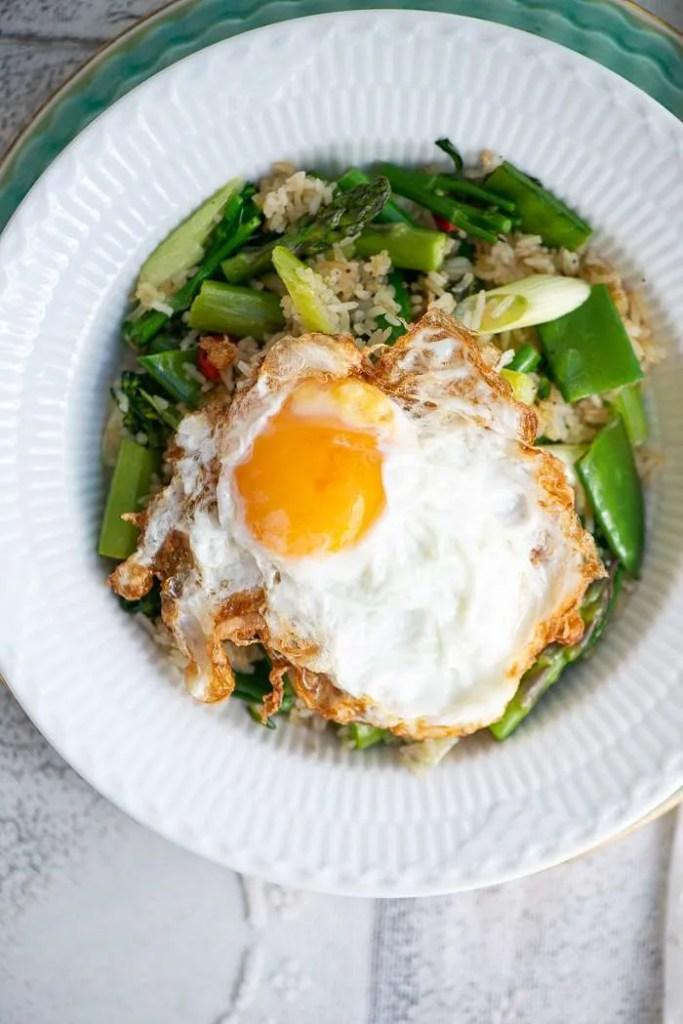 Opskrift på fried rice med forårsgrønt