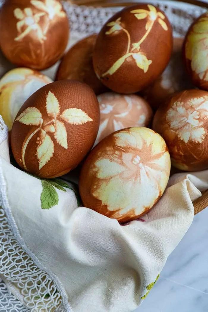 Æg farvet med løgskaller