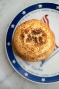 Snickerdoodles cookies på en amerikansk tallerken