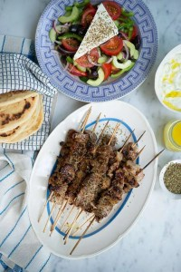Græske pitabrød med souvlaki