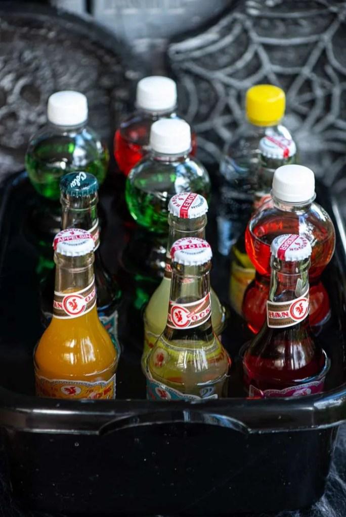 Sodavndsflasker står i blød