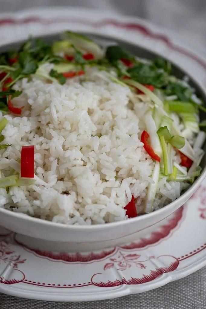 De kokoskogte ris er klar til servering