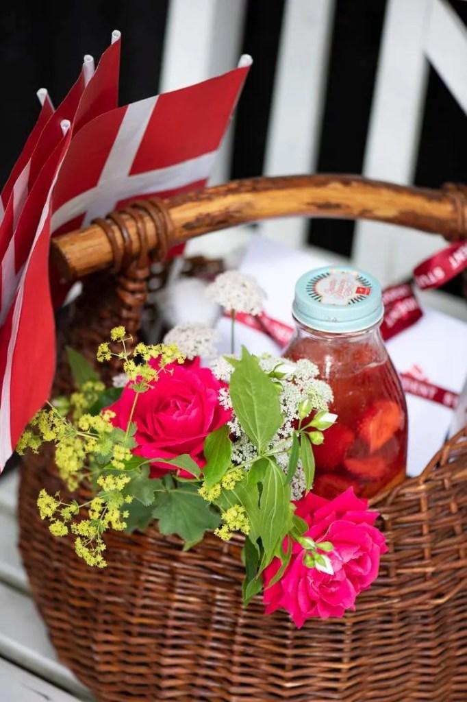 Fejringskurv bla med jordbærlemonade