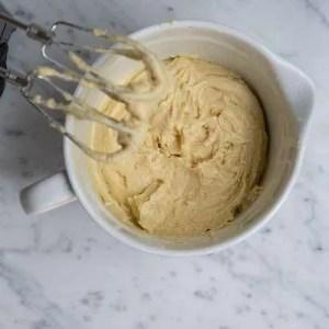Her kan man se konsistensen på den færdige muffinsdej