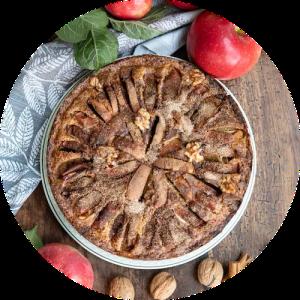 Opskrift på æblekage med marcipan og valnødder