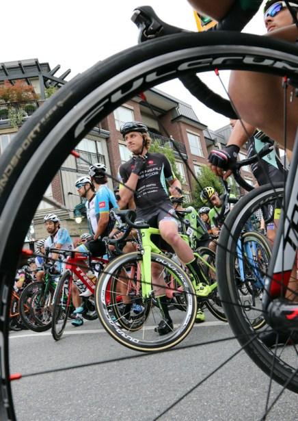 MARIO BARTEL PHOTO The men's race lines up on Shaunessy Street.