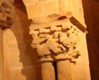 Detalle del capitel derecho del baldaquino izquierdo de la Iglesia del Monasterio de San Juan de Duero, Soria.
