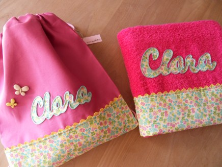 conjunto de mochila y toalla infantil