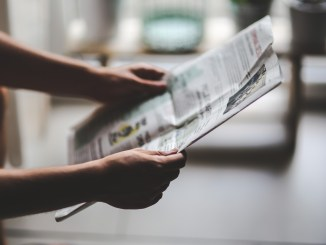 kaboompics.com_Man reading newspaper