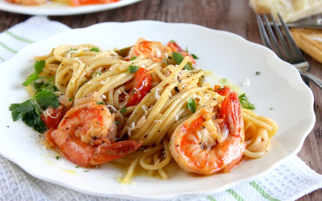 Spaghettoni with Shrimp & Peppers