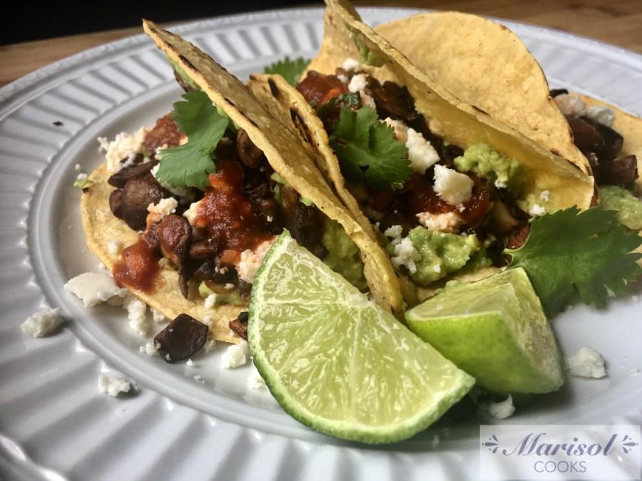 Mushroom tacos/ Tacos de Champiñones
