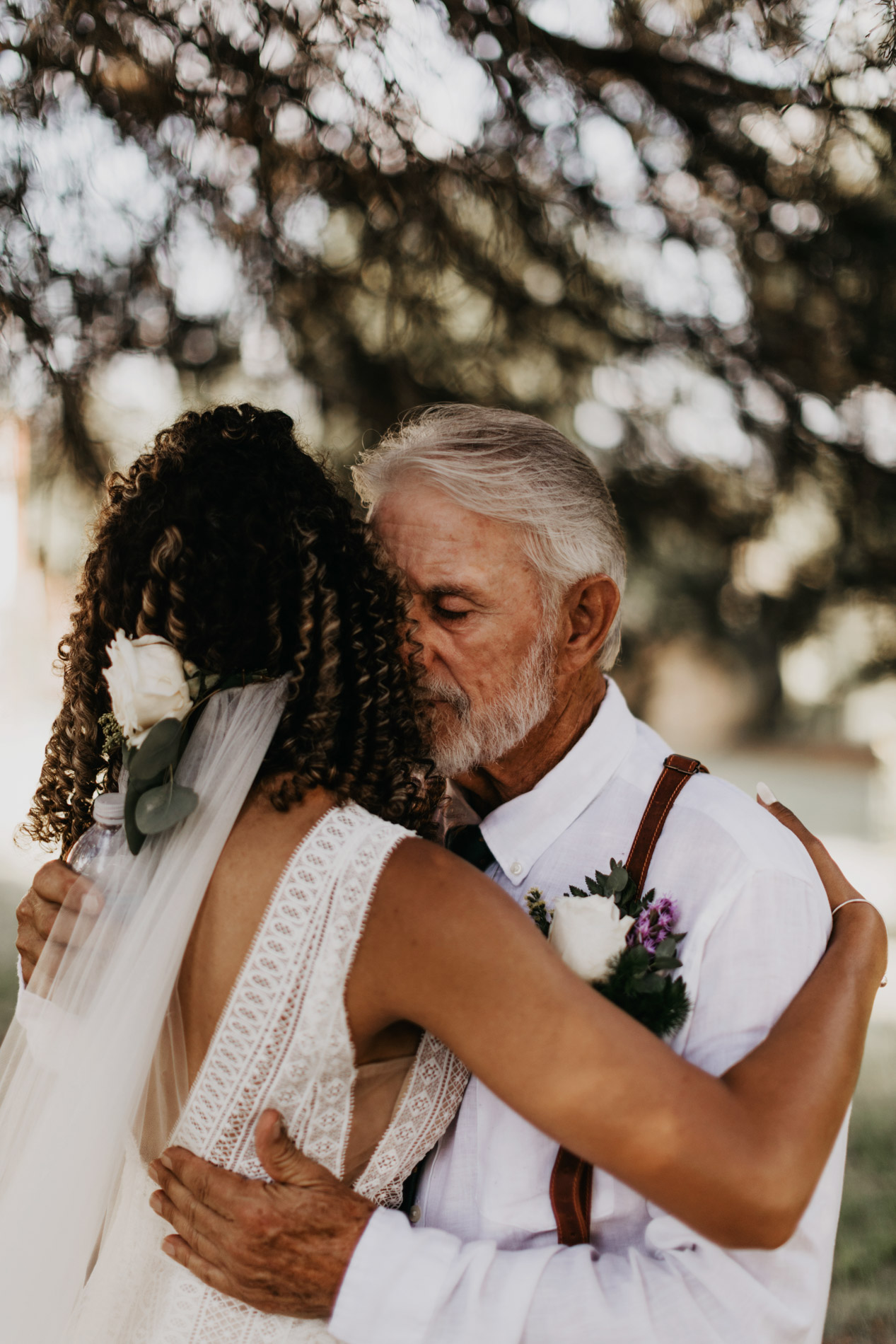 Grandpa seeing granddaughter for first time on wedding day