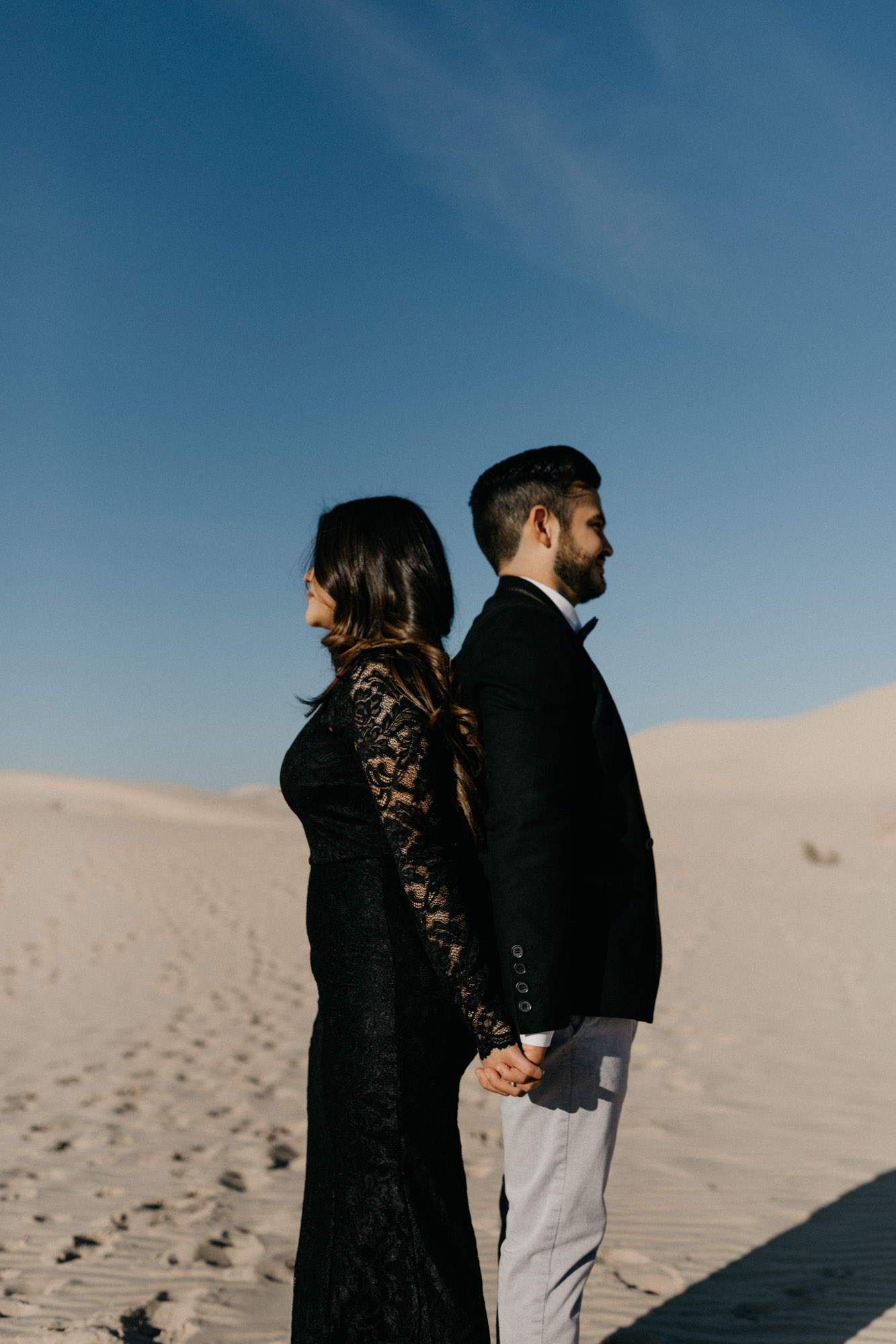 Couples poses for engagement session - ideas for a wedding photographer