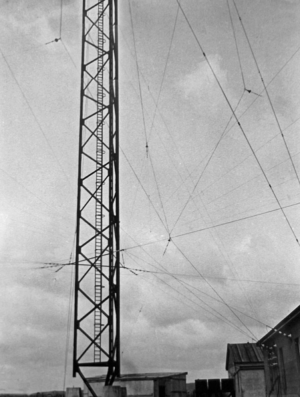 The original 400' tower at Awarua Radio, erected 1913 and demolished 1938