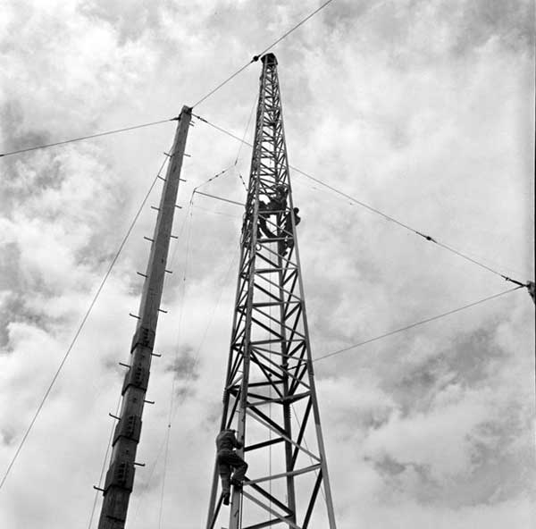 Working on a radio tower on Tinakori Hill in 1957.