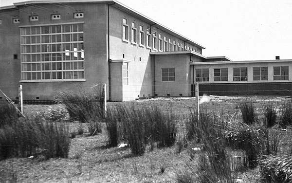 An early photo of Himatangi Radio, before the drive room was added in 1966