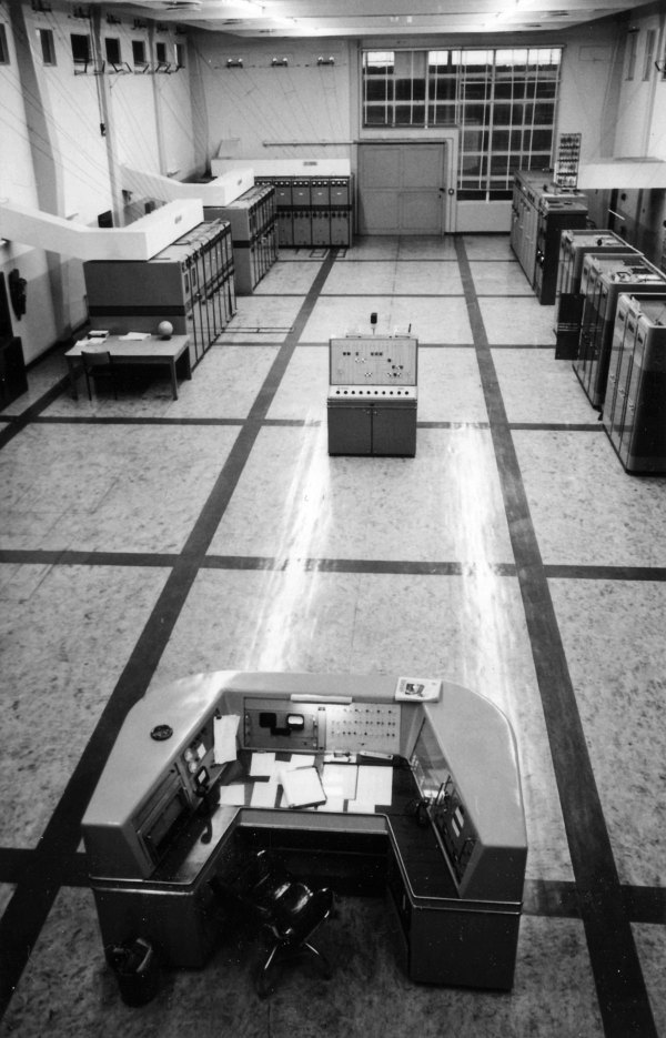 Transmitter hall at Himatangi Radio in the early 1980s. Photo: Alan Turner. Click to enlarge.