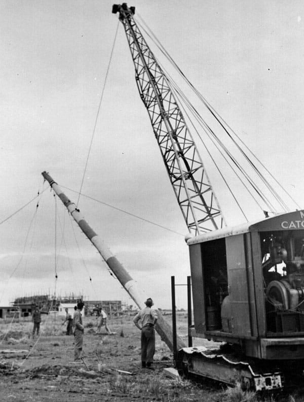October 1951: Erecting a 70ft pole at Himatangi Radio