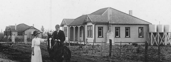 House for Officer in Charge (left) and Officers' Quarters at Awanui Wireless Station c1919