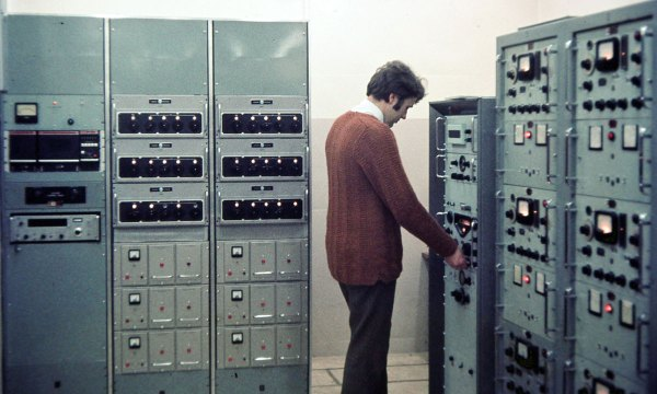 Collins Exciter Unit (Driver), Frequency Synthesizer bay, Owen Boyes at Racal RA17 receiver, six FSK Exciter Units in two bays, c1970s