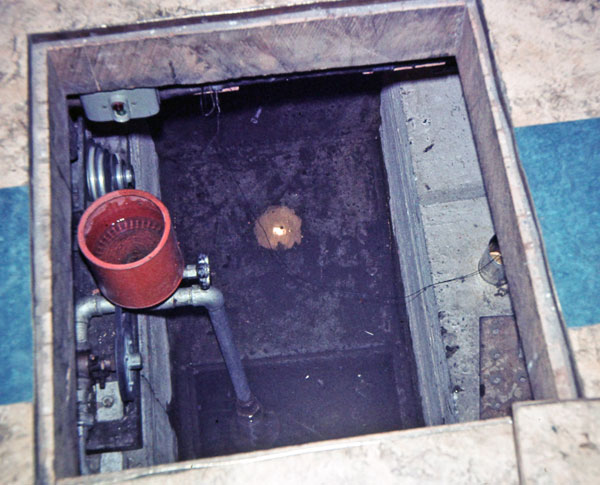 Access to the underfloor ducting and sump pump