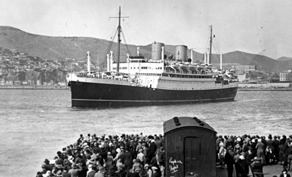 The liner Rangitane, seen leaving Wellington c April 1934
