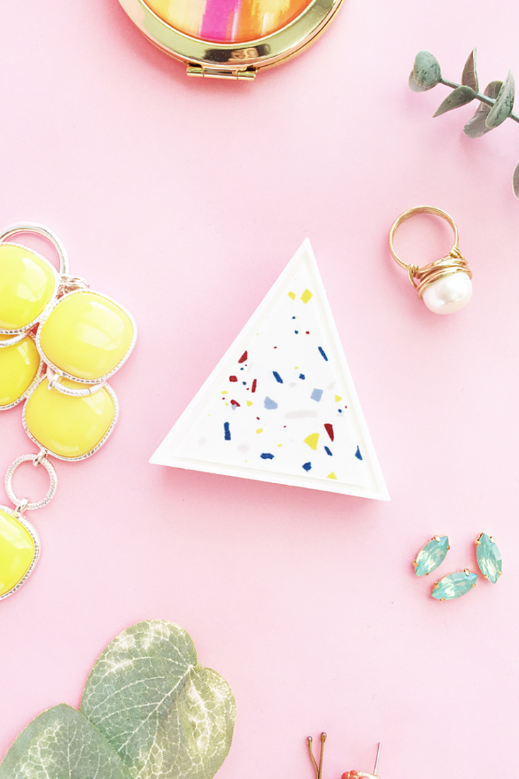 DIY Terrazzo Triangle Trinket Box on Maritza Lisa - you can use a simple triangle 2d shape to make a 3d trinket box with a 3d printer! #diy #tutorial #terrazzo #homedecor #3dprinter
