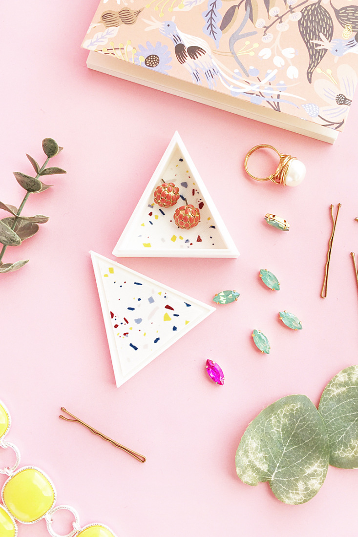 DIY Terrazzo Triangle Trinket Box on Maritza Lisa - you can use a simple triangle 2d shape to make a 3d trinket box with a 3d printer! #diy #tutorial #homedecor #silhouettealta #3dprinting #homedecor