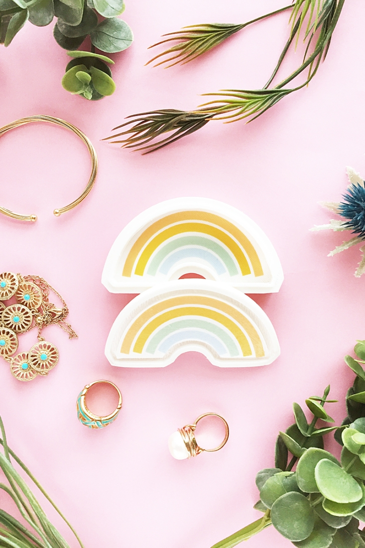DIY Rainbow Trinket Box Tutorial on Maritza Lisa - Make your own modern rainbow jewelry box with tattoo paper and Silhouette Alta 3D Printer from a 2D image
