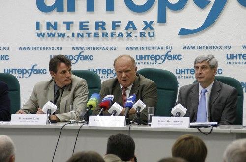 Во время пресс-конференции. Фото: comstol.ru