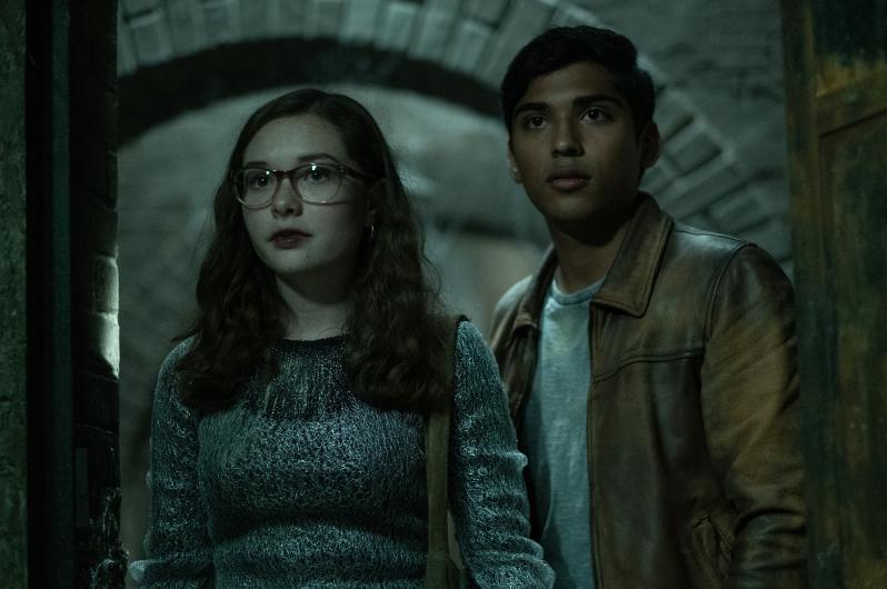 Stella dan Ramon di Scary Stories to Tell in the Dark