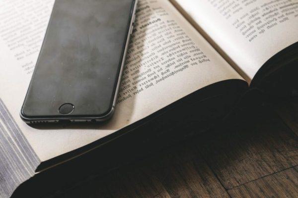 smartphone dan buku