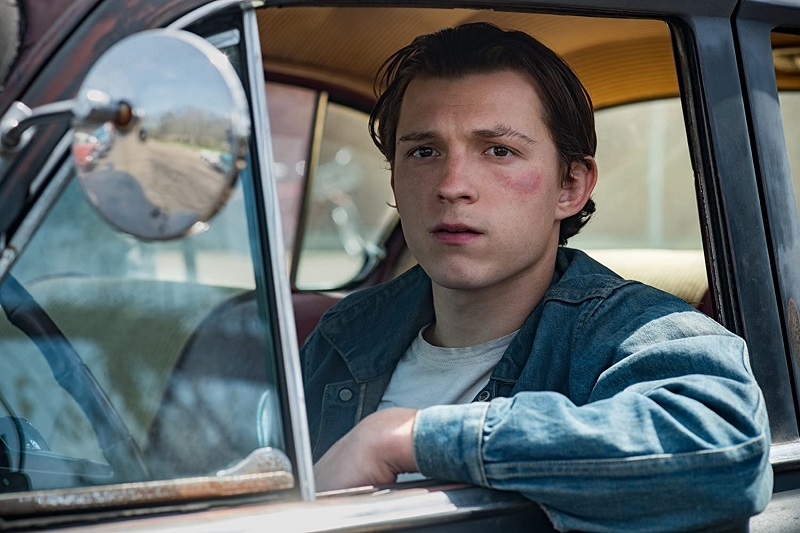 Tom Holland dalam film Devil All the Time
