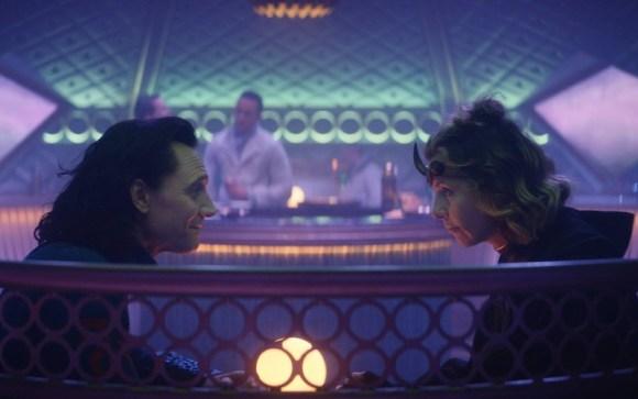 Loki dan Sylvia di bar