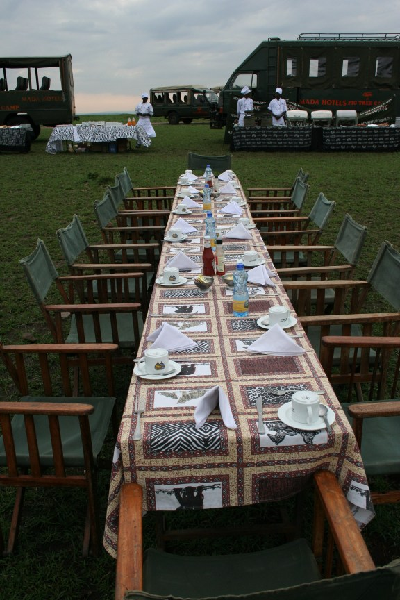 Travel Bloggers- Kenya - hot air balloon - Maasai Mara - Gate 1 Travel- champagne breakfast