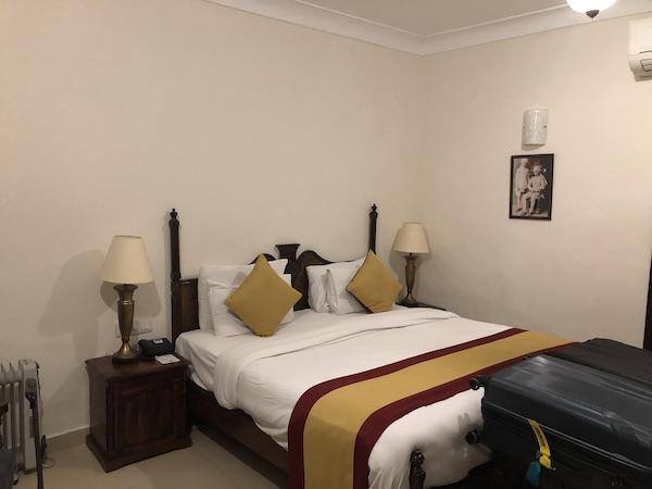 Jodhpur – Ranbanka Palace Hotel – India travel blog - hotel room