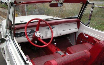 Jeepster Commando convertible interior