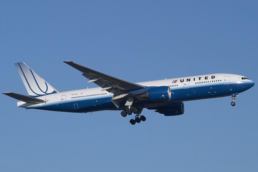 UnitedAirlines_B777-222