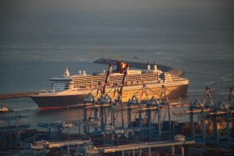 Is fuel cell powered marine propulsion feasible for cruise ships?