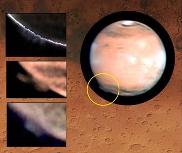 Massive plume over Mars