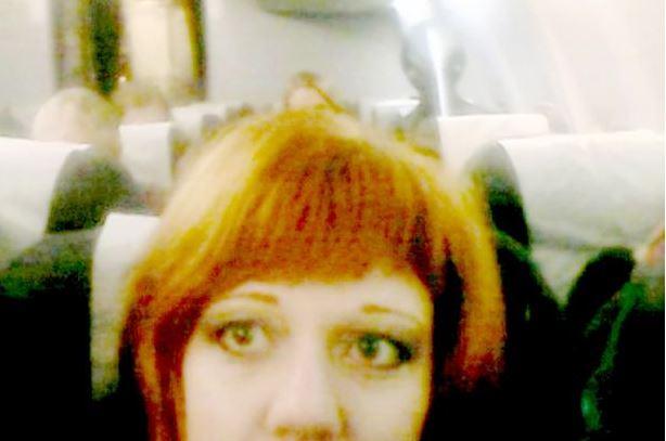 Alien behind selfie pic