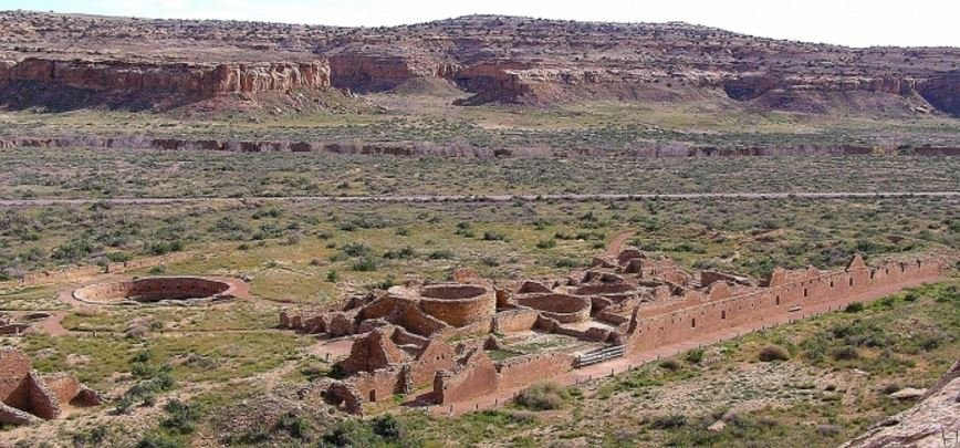 Chaco canyon houses